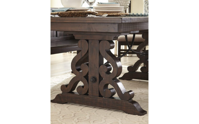 St. Claire Rectangular Dining Table - leg detail - Magnussen